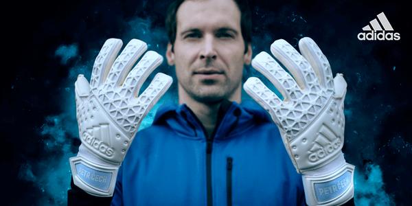 A Adidas homenageia Cech com luva nova…