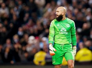 9. Tim Howard (Everton) - 81