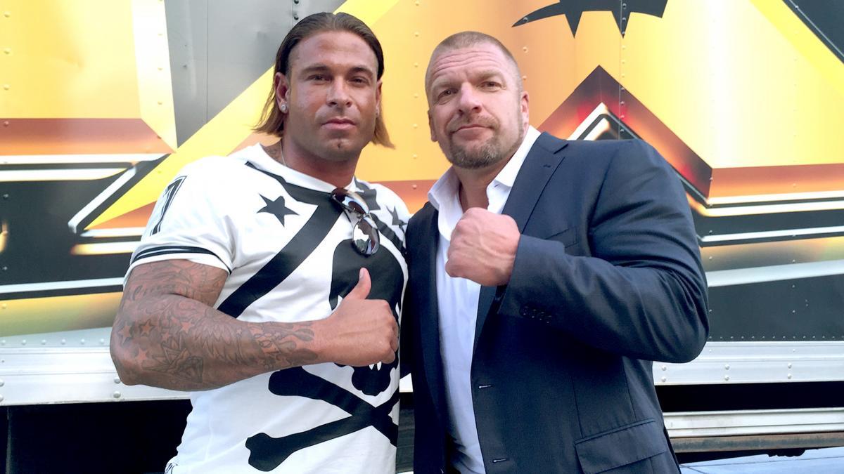 Triple H convidou… e Tim Wiese aceitou!