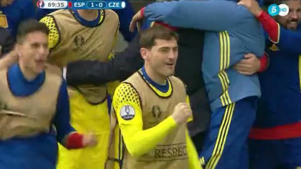 Casillas deu show a partir do banco (video)