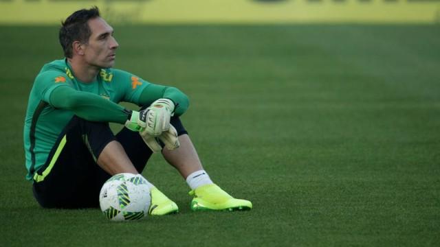 Lesiona-se e já não vai cumprir o sonho de jogar pelo Brasil