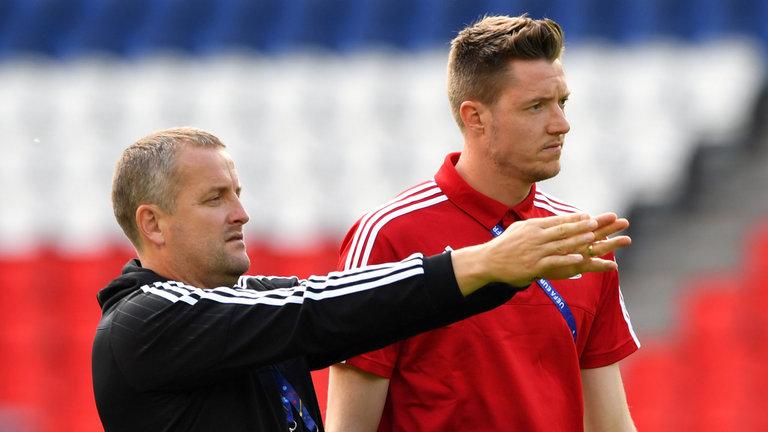 """Inglaterra """"rouba"""" treinador de guarda-redes a Gales!"""