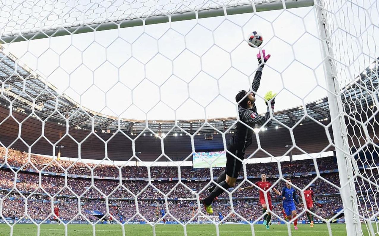 """""""Patrício mudou o rumo do jogo na Final"""" – Peter Schmeichel"""