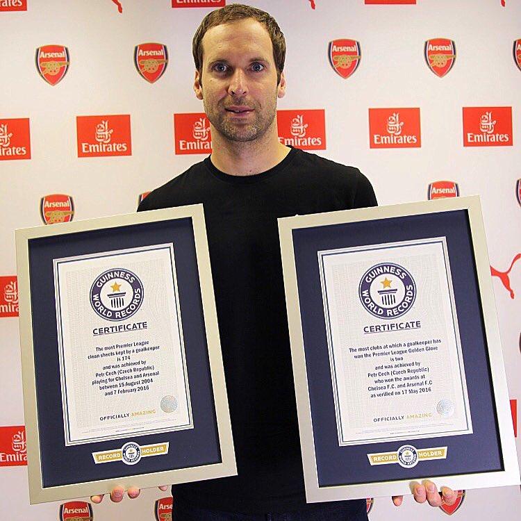 Petr Cech com duplo recorde no Guiness!