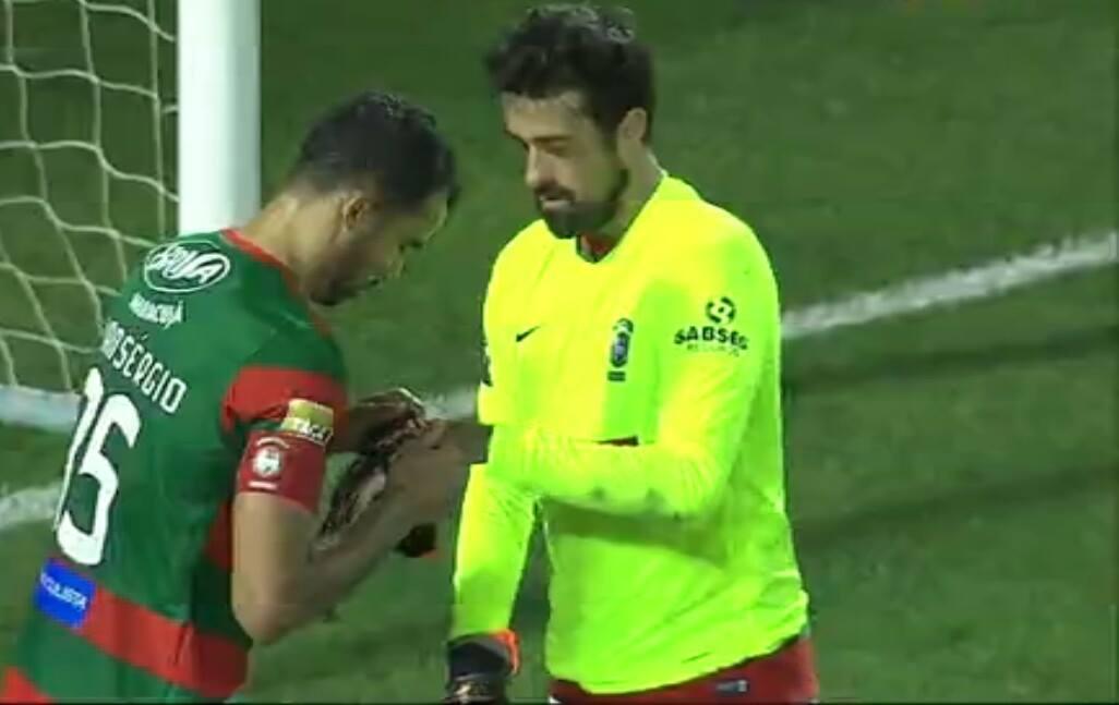 Marítimo acabou o jogo… com um defesa na baliza! (video)