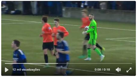 Um golo insólito na Taça Irlanda. Era falta? (video)