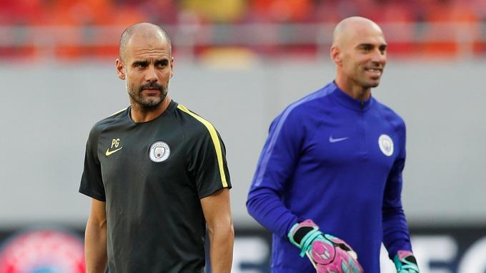 Um registo inédito da defesa do Manchester City… e com Willy