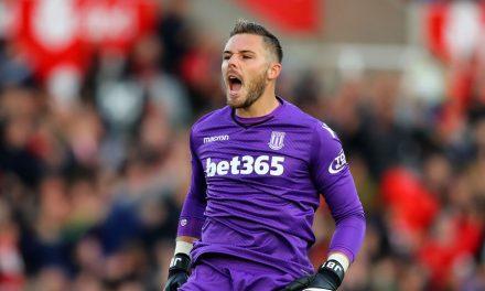 Também vale defender com o ombro! Jack Butland contra o Leicester (video)