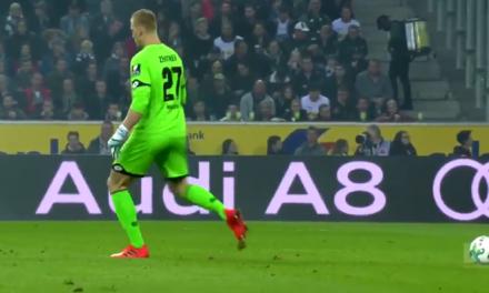 Quando o guardião se esquece da bola… 🤣 (video)