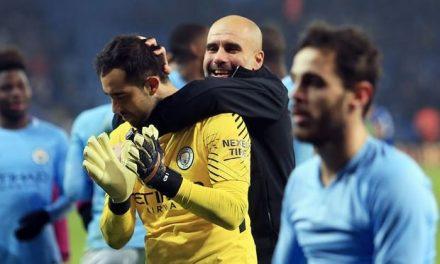 Os festejos de Guardiola com Bravo… estranho momento entre ambos (video)