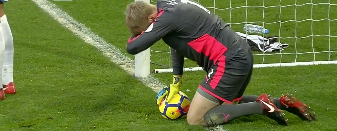 """""""You shall not pass!"""" ⛔ – Versão Premier League com Lossl e o Huddersfield (video)"""