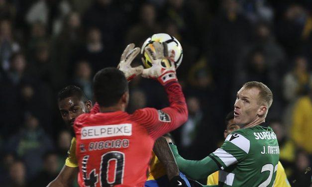 A atitude em campo como arma de camuflagem. Renan Ribeiro vs Sporting (video)