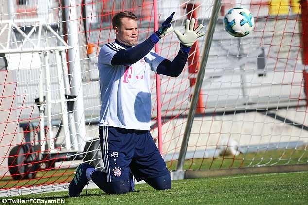 """Manuel Neuer: Meio ano depois… eis que o """"monstro"""" volta aos treinos com bola"""