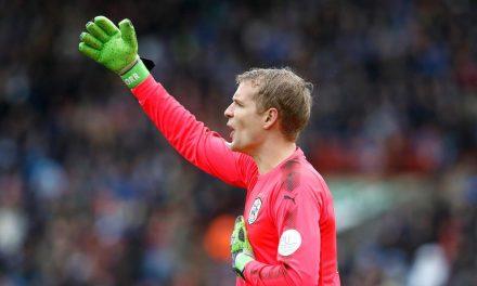 Uma defesa que vale a manutenção na Premier League! Lossl vs Chelsea (video)
