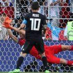 Não foi nem Messi nem a Argentina só a falhar. Foi Halldorsson a defender! (video)