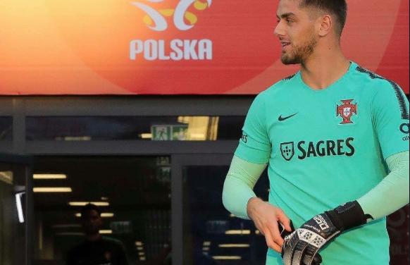 """""""Olá, sou o Cláudio Ramos. Jogo no Tondela e cheguei – finalmente – à selecção!"""""""