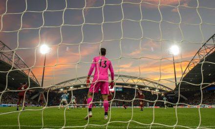 Com mais de 100 jogos na Premier League, quem são os GRs com maior % de defesa?