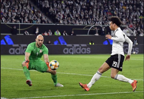 Dmitrovic, pela Sérvia, encantou na Alemanha. O próximo passo é desesperar Portugal? (VIDEO)