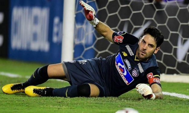 Sebastian Viera: E a lição que nunca se deve desistir. Uma incrível defesa na Libertadores! (VIDEO)