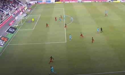 Charles: Uma defesa incrível ou um mau posicionamento que não deu em golo? Ou ambos? (VIDEO)