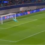 RDT ia marcando do meio-campo… mas Mvogo evitou de forma heróica! (VIDEO)