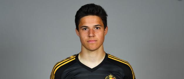 Youth League: Guardião jovem do Club Brugge vai lá à frente… e marca, contra o Real Madrid! (VIDEO)